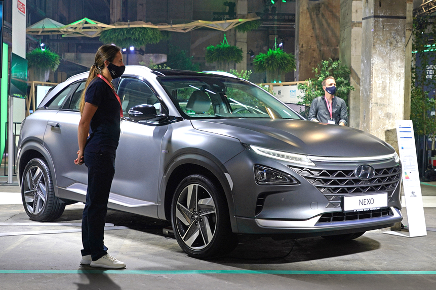 Is Hyundai's share price in the EV driving seat in 2021?