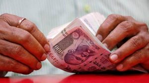 Gulf News – Indian rupee nosedives to new...