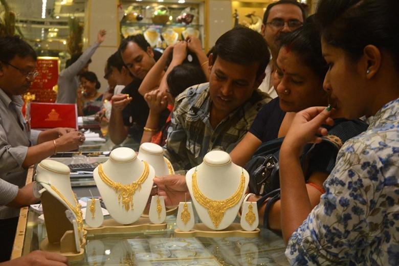 Gulf News – More savings as UAE gold prices...
