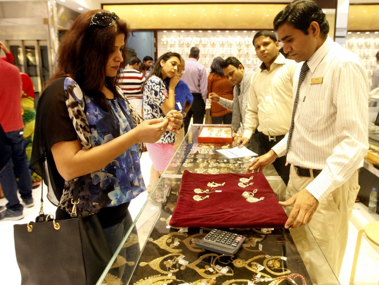 Gulf News – Buying gold this weekend? UAE...