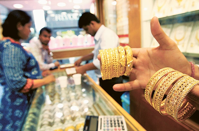 UAE gold jewellery prices remain high; more...